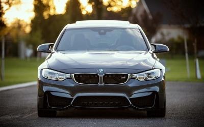 Je auto zelf verkopen: Aan een particulier of bedrijf?